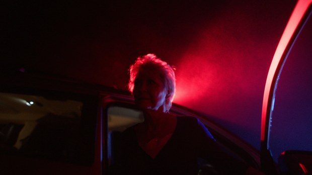 dee-wallace-police-light-red-christmas-photo-by-douglas-burgdorff